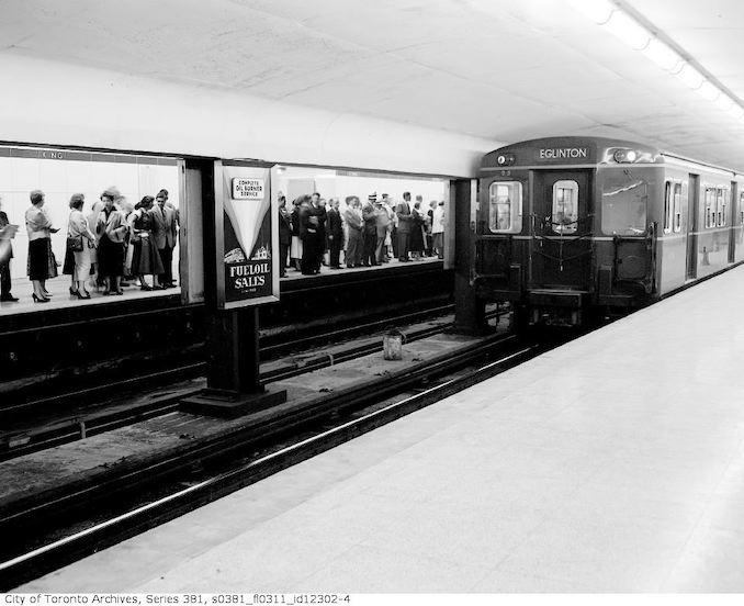 1954-September 4-Crowds in subway, rush hour