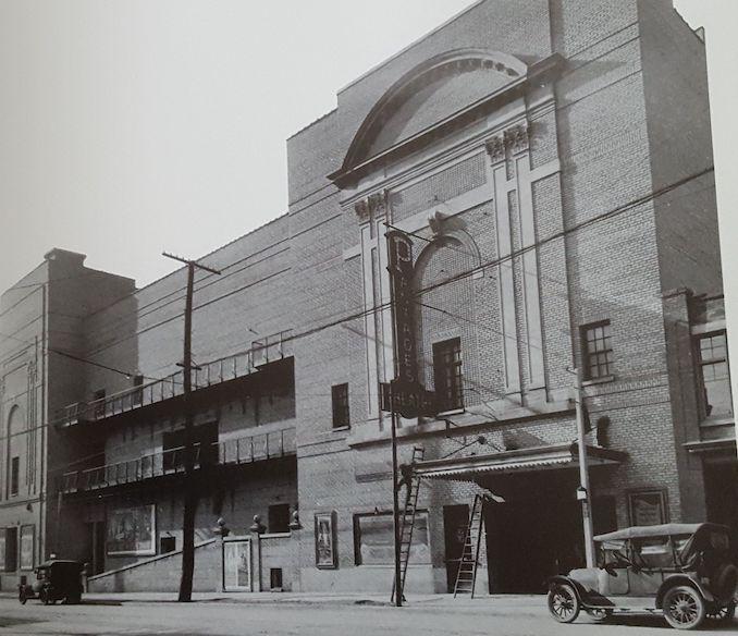 1920 - Pantages Victoria St. entrance
