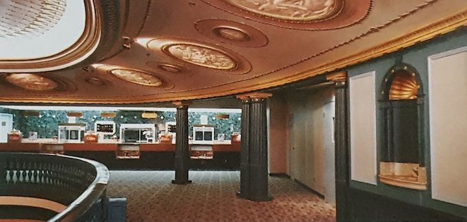 1987 - Pantages Cineplex Odeon mezz upper lobby