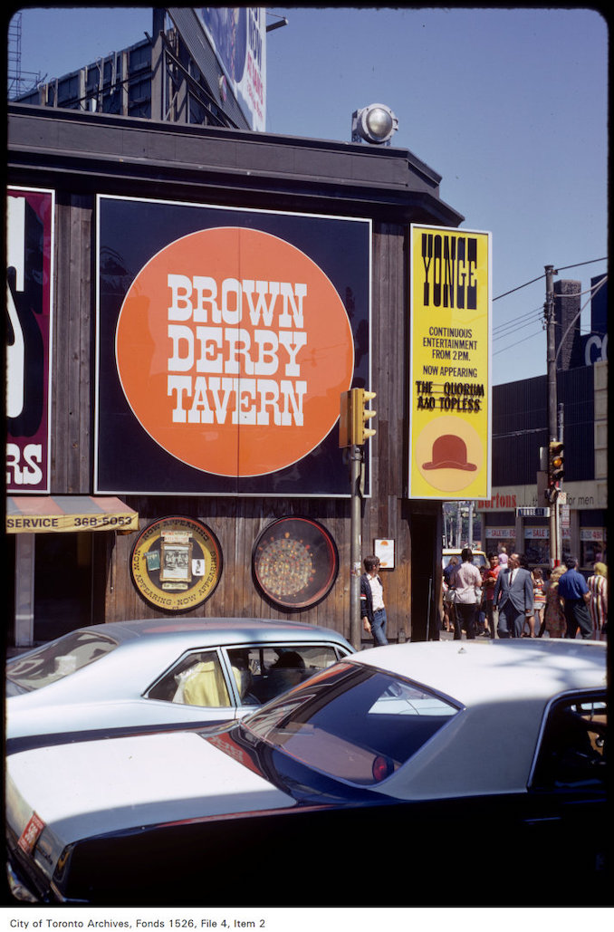 1971 - Side view of the Brown Derby Tavern at Yonge and Dundas Street