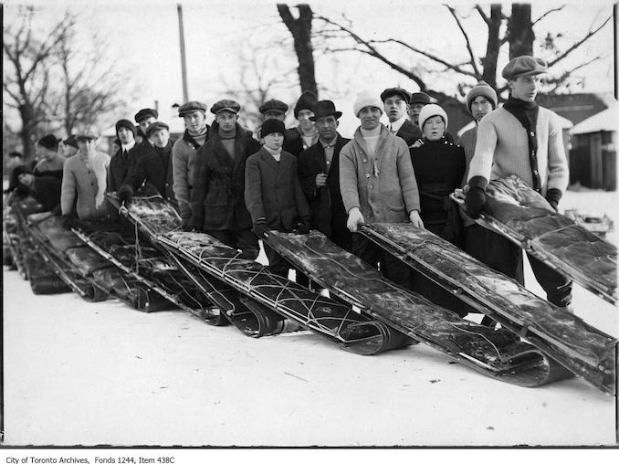1910 - 1920 - Lineups for toboggan runs, High Park