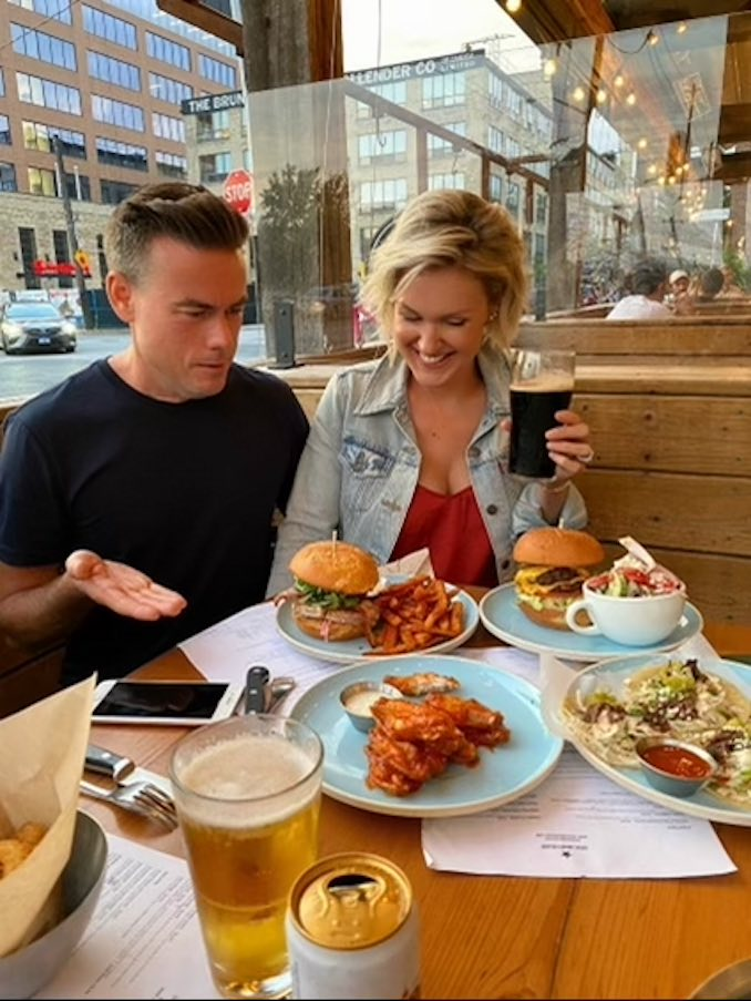 Anyone who knows me well knows how much I LOVE to eat - and a cold Guinness is my absolute FAVOURITE way to wind down. Our friends captured this shot once everything I ordered arrived at the table and I had to explain myself. Craig's face says it all 😂