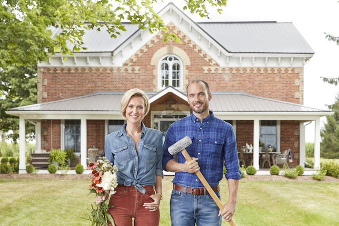 This picture is still so SURREAL to me!!! I still cannot believe that my brother Billy and I are the hosts of our own brand new show - Farmhouse Facelift on HGTV Canada! I'm beyond grateful for this opportunity 🥰