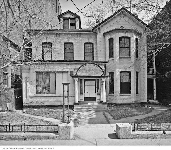 1984 - Abandoned georgian house, 233-235 Spadina Avenue